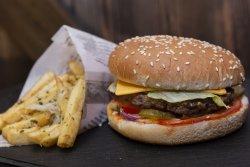 Cheeseburger+ cartofi image