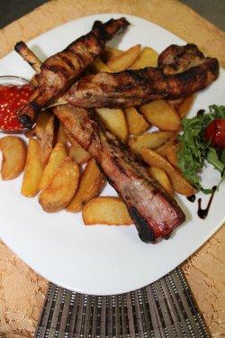 Costițe Donaris cu cartofi wedges image