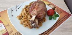 Ciolan de porc cu varză/fasole image