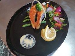 Somon grill cu legume image