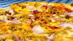 Pizza al Tonno image