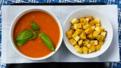 Supă cremă de roșii cu crutoane image