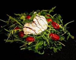 Burrata pe Pat de Rucola cu Roșii Cherry image