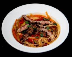 Supă Thai de Vită Ușor Picantă image