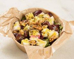 Salată de sfeclă roșie cu rucola și brânză de capră image