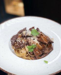 Tagliatelle cu antricot de vită argentiniană și sos roșu cu Chianti image