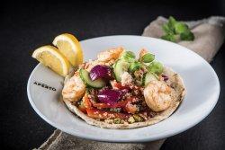 Salată de quinoa cu creveți , avocado, roșii cherry și lime  image