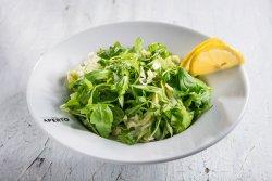 Salată verde asortată cu lămâie image