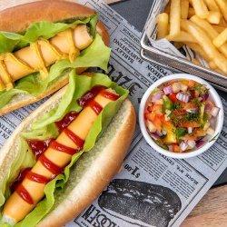 Hot dog & cartofi prăjiți image