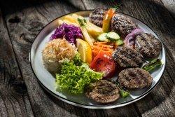 Chiftele turcești la farfurie image
