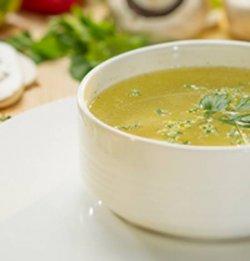 Supă de pui cu tăieței image