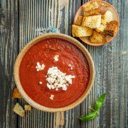 Supă cremă de roșii cu busuioc și feta image