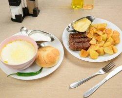 Meniu- Ciorbă de burtă cu smântână și ardei iute, mici(3 buc.), cartofi prăjiți, pâine și muștar image