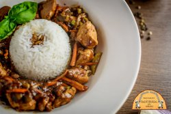 Pui asiatic cu orez simplu image