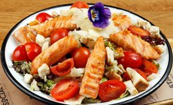 Salată Caesar cu Somon image