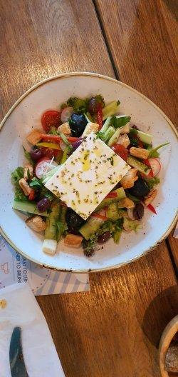 Salată de vacanță Grecească image