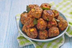 Chifteluțe vegetale cu garnitură image