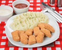 Nuggets de pui cu garnitură image