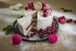 Raspberry cake image