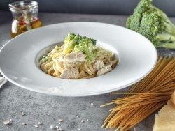 Spaghetti con pollo, broccoli e panna  image