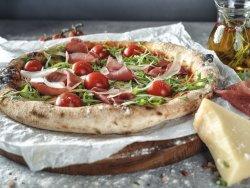 Pizza Bresaola con mozzarella, salsa di pomodoro, bresaola, rucola, grana e pomodorini mare image