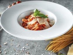 Caserecce alla Sorentina con pomodorini freschi, salsa di pomodoro e basilico fresco image