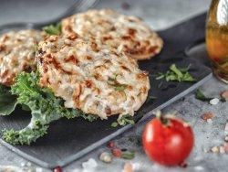 Bruschette con philadelphia,crema di funghi porcini al tartufo e parmegiano image