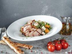 Insalata con petto di anatra,albicocche,senape Dijon,miele e gorgonzola  image
