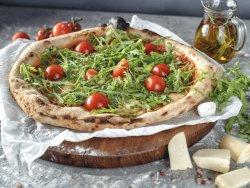 Pizza Taparella con mozzarella, salsa di pomodoro, scamorza, rucola e pomodorini mare image