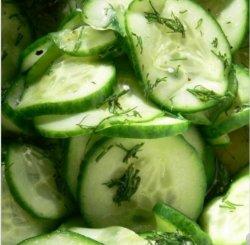 Salată de castraveți proaspeți image