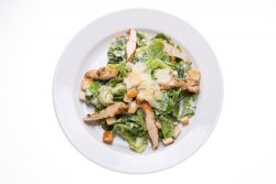 Salată de Curcan cu sos de brânză albastră image
