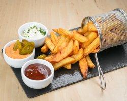 Cartofi prăjiți cu sos cheddar & jalapeno image