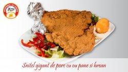 Șnițel gigant de porc cu ou pane și hrean image