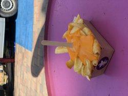Cartofi prăjiți cu cheddar image