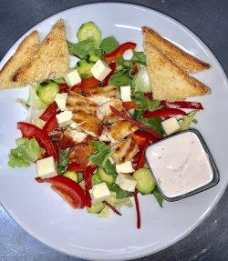 Salată cu Pui la Grătar image