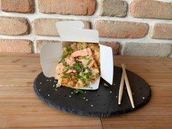 Wok cu orez și somon image