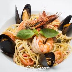 Seafood pasta image
