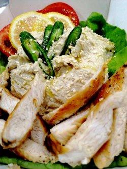 Salată de humus cu pui image