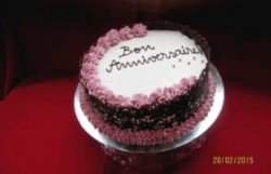 Tort festiv cu ciocolată și vanilie image