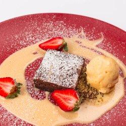 Brownie cu sos de vanilie  image