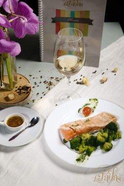 Somon auriu cu sos de lămâie și broccoli image