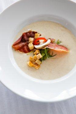 Supă cremă de bacon cu praz și cartofi copți image