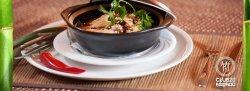 Porc cu sos chinezesc în vas de lut image