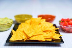 Nachos cu salsa Verde image