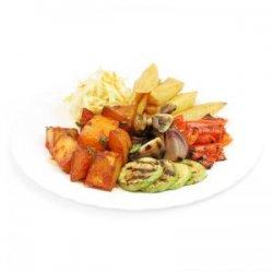 Legume la grătar, cartofi prăjiți, cartofi picanți, salată de varză și pâine image