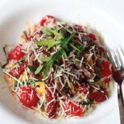 Tagliatelle cu mușchi de vită, pomodori sechi și rucola image