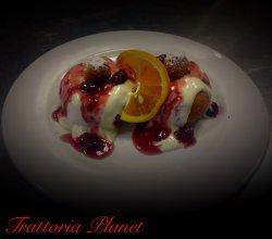 Papanași cu dulceață de fructe de pădure image