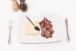 Mușchiuleț de porc cu reducție de vin roșu image