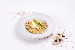 Spaghete cu pui și ciuperci image
